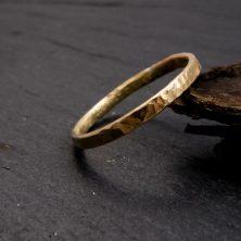 Ring, 333 Gold, 8 CT, gehämmert, 1,5 mm breit