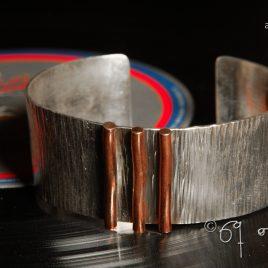 Armreif aus Sterlingsilber mit Kupferverzierung