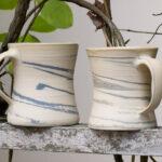 Tassen, blau marmoriert